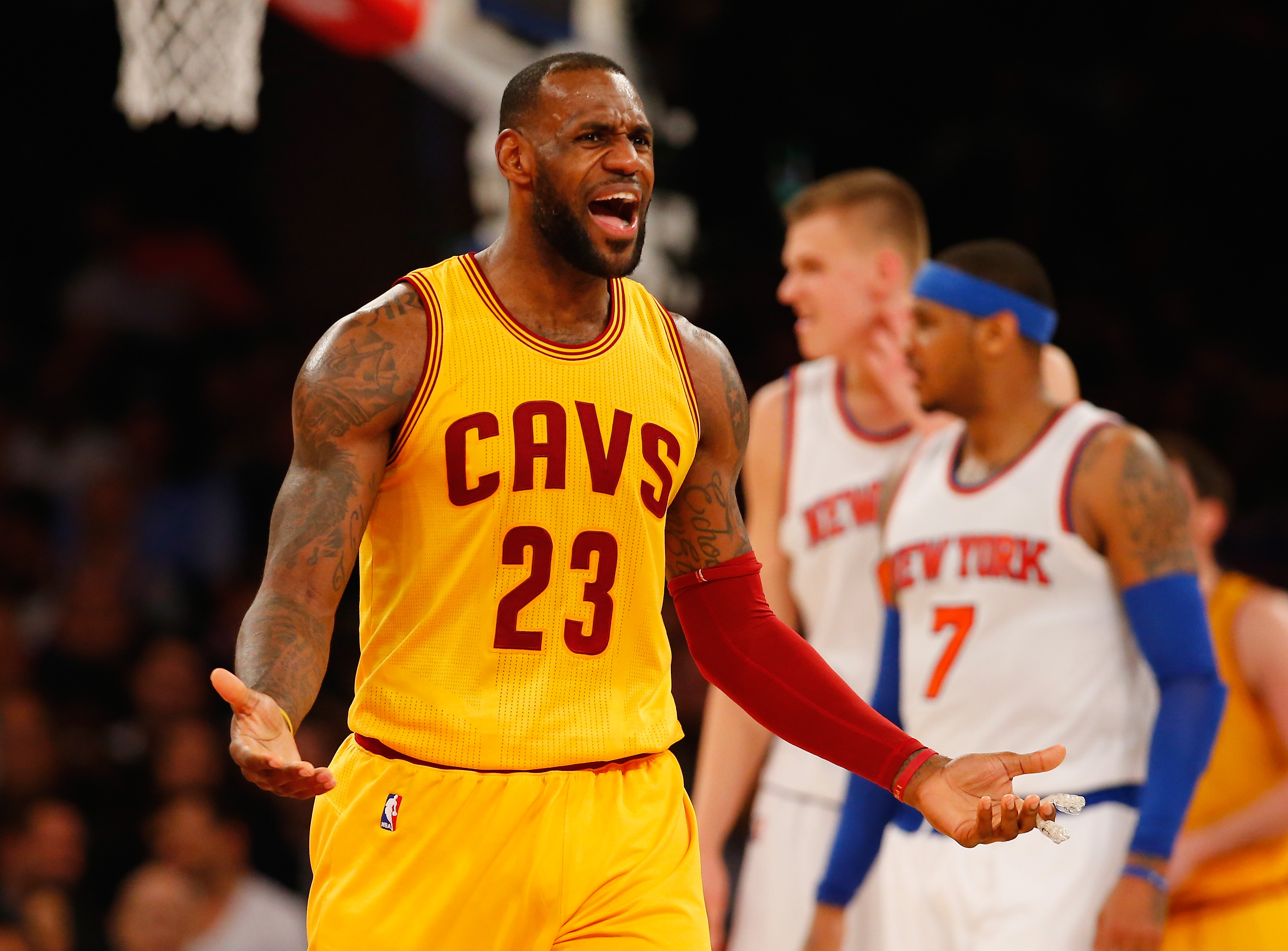 Watch: LeBron James Never Sees Courtney Lee Coming
