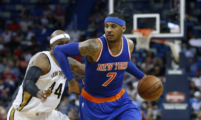 New York Knicks forward Carmelo Anthony (7) drives to the basket against the Pelicans in New Orleans, March 28. The Pelicans won 99–91. (AP Photo/Gerald Herbert)