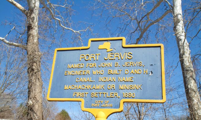 A historical marker on East Main Street in Port Jervis on March 30, 2016. (Holly Kellum/Epoch Times)