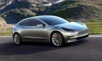 Video: Tesla Car and Qantas Plane Have Exhilarating Race