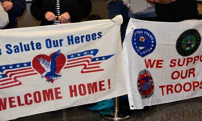 Well-wishers greet vets at Honor Flight #11 welcome home rally at Stewart International Airport on April 2, 2016. (Yvonne Marcotte/Epoch Times)