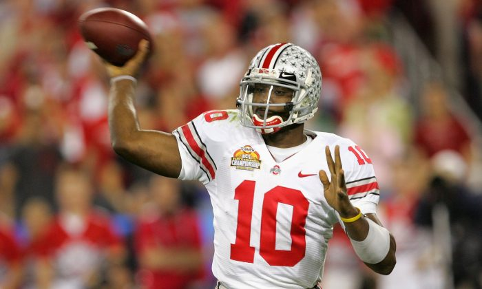 Quarterback Troy Smith of the Ohio State Buckeyes won the 2006 Heisman Trophy award. (Stephen Dunn/Getty Images)