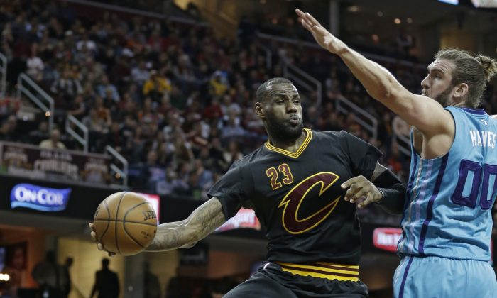 LeBron James (C) scored 31 points and dished out 12 assists in Cleveland's April 3 win over Charlotte. (AP Photo/Tony Dejak)