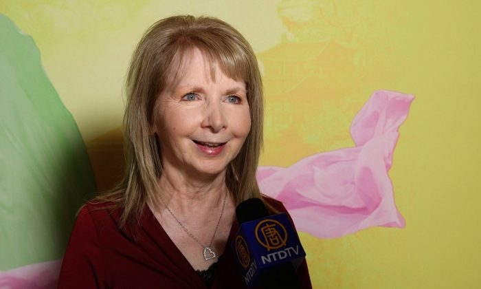 Ms. Sharon Claymore told a NTD Television reporter how relaxed she felt while watching Shen Yun, at the Kauffman Center for Performing Arts in KCMO, on April 1, 2016. (NTD Television)