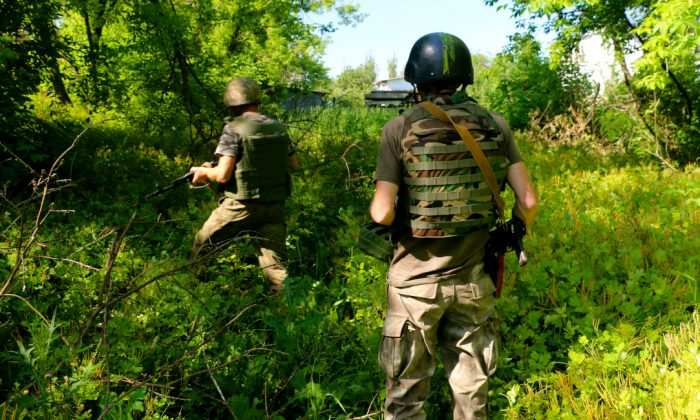 Ukrainian soldiers on patrol in Pisky. (Nolan Peterson/The Daily Signal)