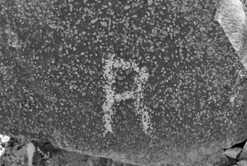 "A petroglyph of a letter ""R"" found on Signal Hill. (Robert C. Hyde)"