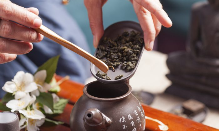 5 Teas to Fight Fat in All the Right Places