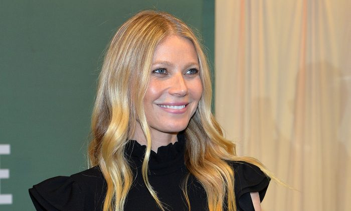 "Gwyneth Paltrow signs copies of her new book ""It's All Easy"" at Barnes & Noble in New York City, April 12, 2016. (Slaven Vlasic/Getty Images)"