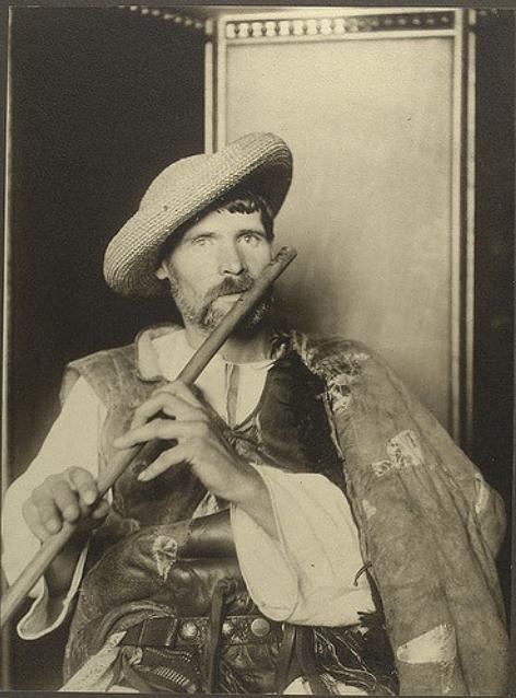 Romanian piper, c1906-1914. (NYPL)