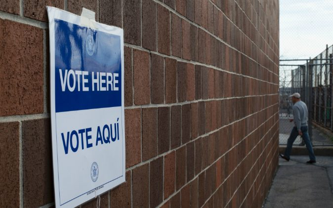 A bi-lingual sign at a polling station at an elementary school, is seen in the Bronx for voting in the presidential primary April 19, 2016 in New York. (DON EMMERT/AFP/Getty Images)