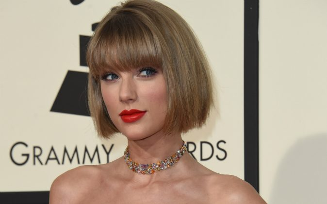 Singer Taylor Swift arrives on the red carpet during the 58th Annual Grammy Music Awards in Los Angeles February 15, 2016.  (VALERIE MACON/AFP/Getty Images)