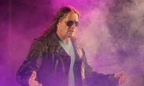 Bret Hart: Retired Professional Wrestler to Return to WWE, Niece Says
