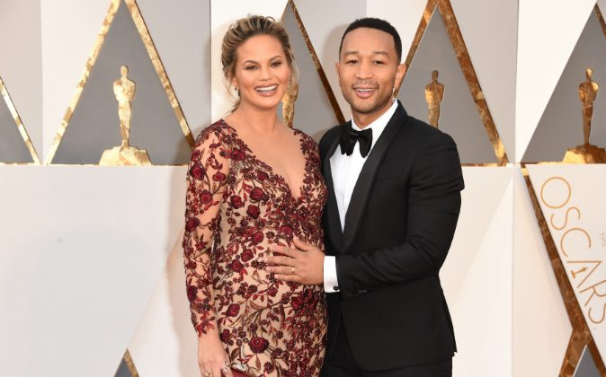 Model Chrissy Teigen (L) and recording artist John Legend attend the 88th Annual Academy Awards at Hollywood & Highland Center on February 28, 2016 in Hollywood, California. (Photo by Jason Merritt/Getty Images)