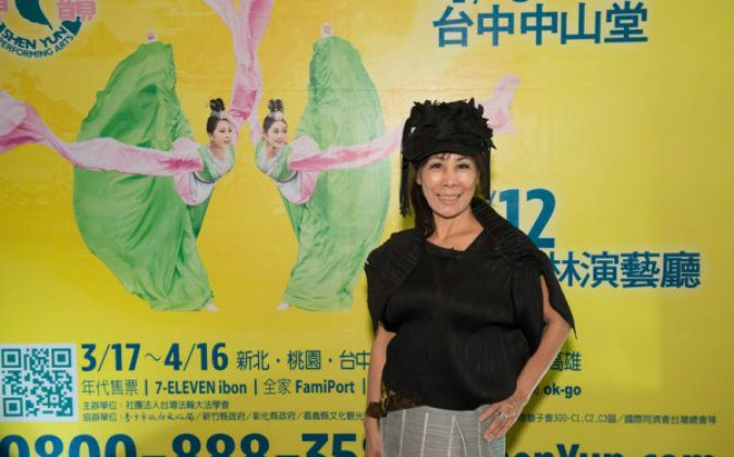 Li Chungi, numerologist, bio-tech company president and honorary president of Love Lions Club, is all smiles when she sees Shen Yun at Yuanlin Performance Hall on April 12. (Wang Renjun/Epoch Times)