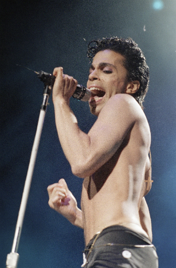 Musical artist Prince performs in concert in this August 2, 1986 file photo.   (AP File Photo/Mario Suriani)