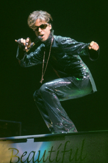 "The Artist, formerly known as Prince, performs at the Festhalle in Frankfurt, Germany, Tuesday night, Dec. 22, 1998, during the first of three concerts in Germany as part of his ""New Power Soul"" tour. (AP Photo/Bernd Kammerer)"