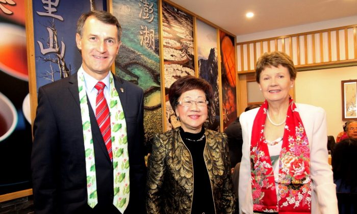 (L–R) Lord Mayor Graham Quirk, Annette Lu and Anne Quirk after a dinner in south Brisbane, in Ms. Lu's honor, on April 16, 2016. (Courtesy of Gilbert Yang)