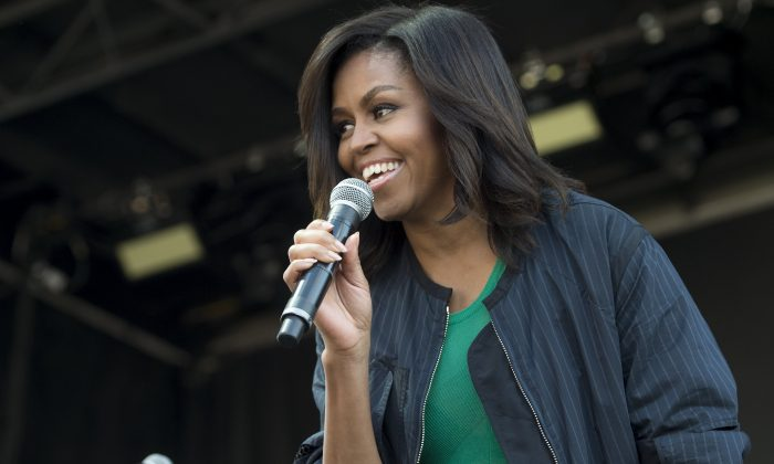 US First Lady Michelle Obama introduces a musical act during the annual Easter Egg Roll on the South Lawn of the White House in Washington, DC, March 28, 2016. (Photo credit should read SAUL LOEB/AFP/Getty Images)