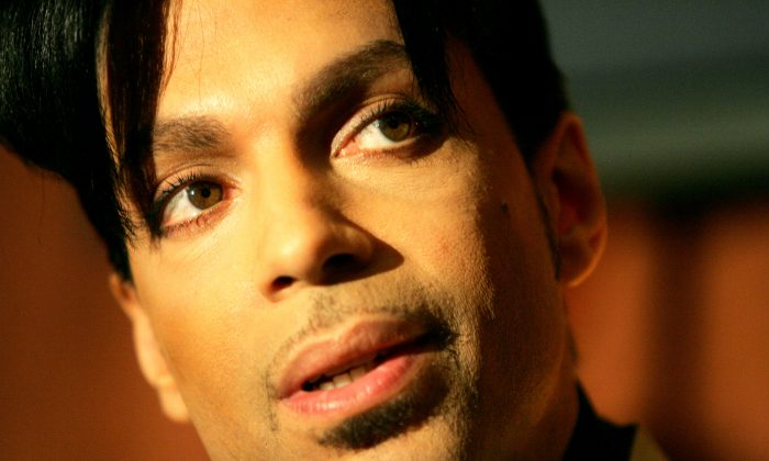 "Recording artist Prince speaks during a news conference about his recording agreement between himself and Universal Records and his new single ""Te Amo Corazon,"" Tuesday, Dec. 13, 2005, in Beverly Hills, Calif.  (AP Photo/Danny Moloshok)"