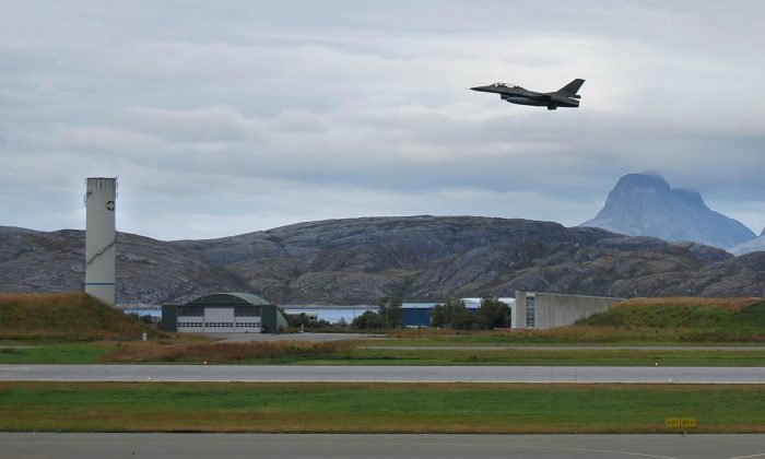 A Norwegian F16 aircraft gets airbourne at the aircraft base in Bodoe, northern Norway on August 21, 2008. ( Pierre-Henry Deshayes/AFP/Getty Images)