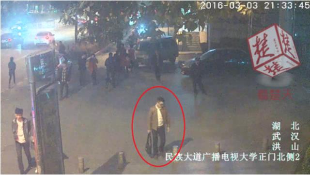 One of the con men. (via NetEase)