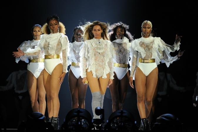Man Couldn't Care Less About Beyoncé's Formation World Tour, Reads Book Entire Concert