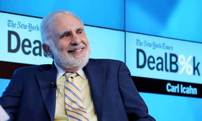 Chairman of Icahn Enterprises Carl Icahn participates in a panel discussion at the New York Times 2015 DealBook Conference at the Whitney Museum of American Art on November 3, 2015 in New York City.  (Photo by Neilson Barnard/Getty Images for New York Times)