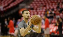 Stephen Curry: Injured Warriors Point Guard May Play in Scrimmages Later This Week, Coach Says