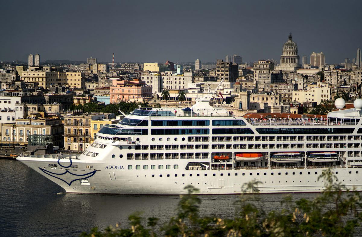 First Us Cruise Ship Docks In Havana Cuba After Decades Of Tense Relations