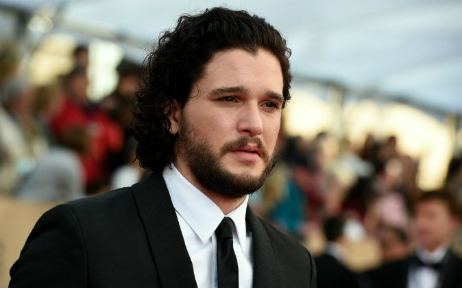Actor Kit Harington arrives at the 22nd Annual Screen Actors Guild Awards at the Shrine Auditorium in Los Angeles, California, in January 30, 2016. / AFP / Valerie Macon (Photo credit should read VALERIE MACON/AFP/Getty Images)