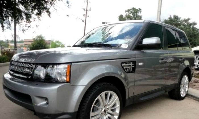 The suspect vehicle: 2012 or 2013 Range Rover Sport (Delray Police Department)