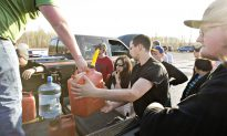 People Rush to Aid Fort McMurray Fire Evacuees