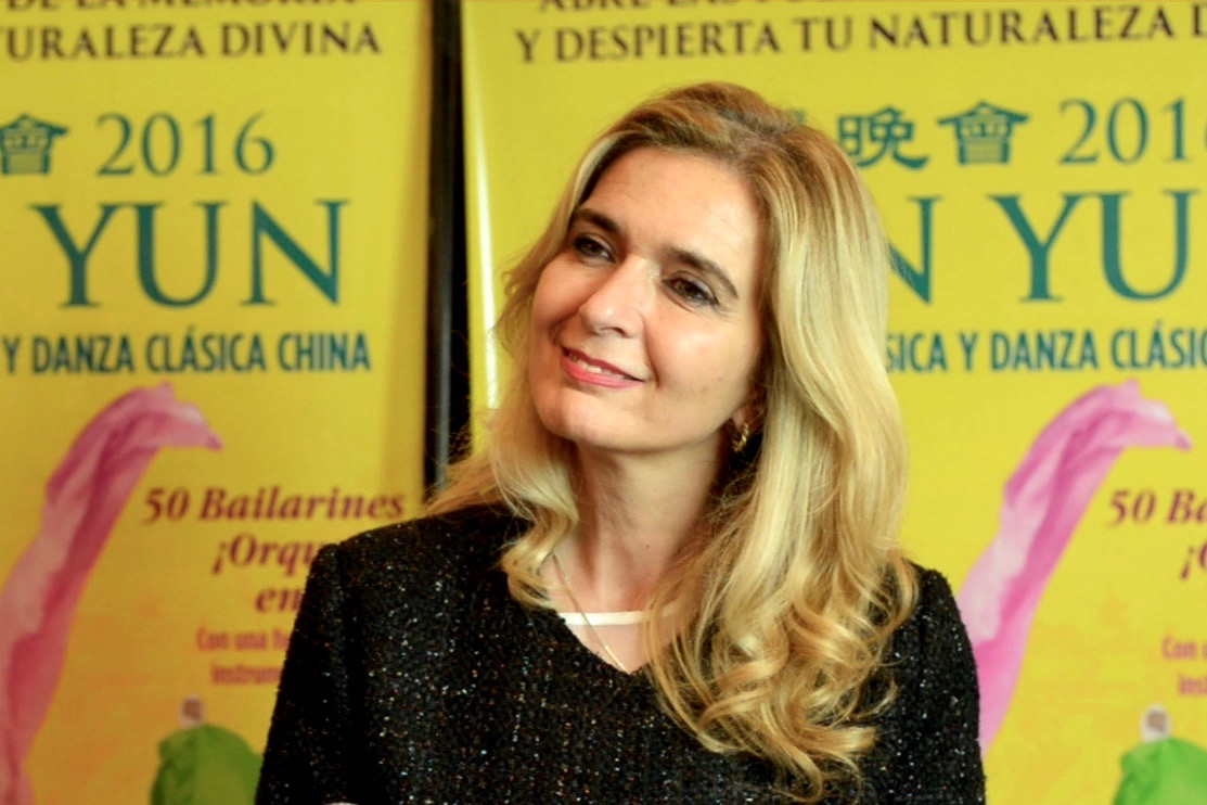 Argentine Senator Lidia de Pérez at the Shen Yun performance at the eatro Ópera Allianz in Buenos Aires on May 5, 2016. (Courtesy of NTD Television)