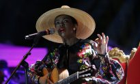 Lauryn Hill Late for Concert Because She Was 'Aligning Her Energy'