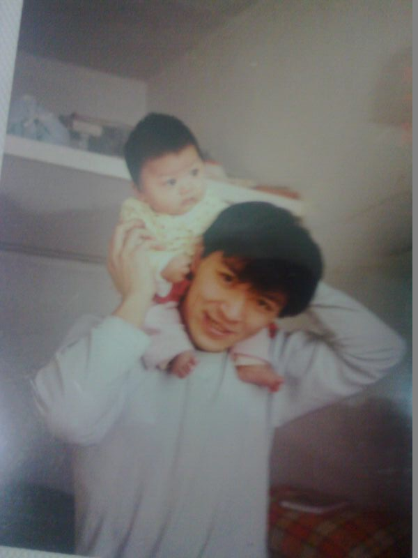 Han Wei and his daughter in 2000. (Courtesy of Lu Shiyu)