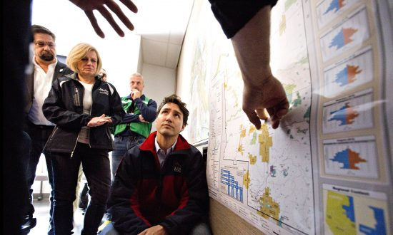 Trudeau Praises Firefighters Efforts to Save Oil Sands City