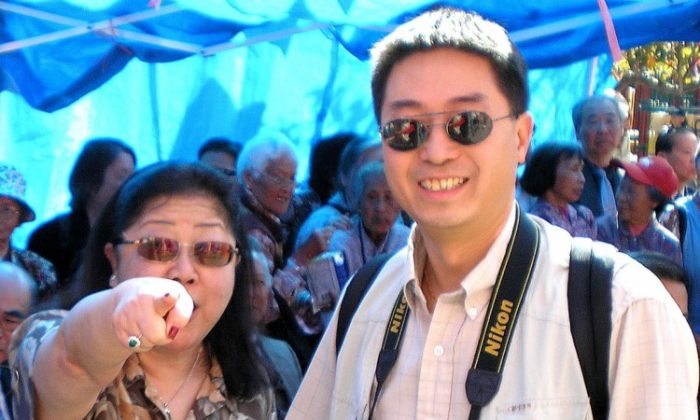 Rose Pak points to the photographer and yells, at Portsmouth Square in San Francisco's Chinatown in 2006. She was attending a flag-raising ceremony for the Chinese Communist Party. (Genevieve Long/The Epoch Times)