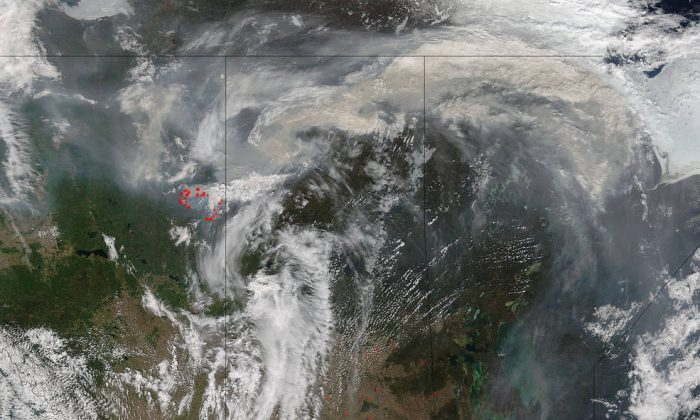 The Suomi NPP satellite captured this image on May 08, 2016, of the wildfires currently burning in Canada. (Courtesy:NASA/NOAA/DOD)
