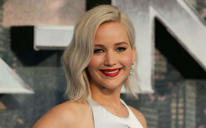 US actress Jennifer Lawrence poses on arrival for the premiere of X-Men Apocalypse in central London on May 9, 2016. (DANIEL LEAL-OLIVAS/AFP/Getty Images))