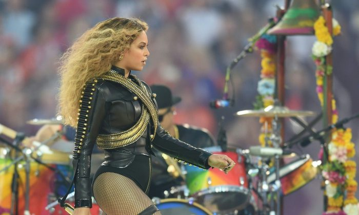 Beyonce performs during Super Bowl 50 between the Carolina Panthers and the Denver Broncos at Levi's Stadium in Santa Clara, California, on February 7, 2016. / AFP / TIMOTHY A. CLARY        (Photo credit should read TIMOTHY A. CLARY/AFP/Getty Images)