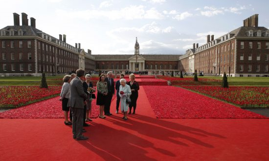 The Queen and the Breathtaking Chelsea Flower Show 2016