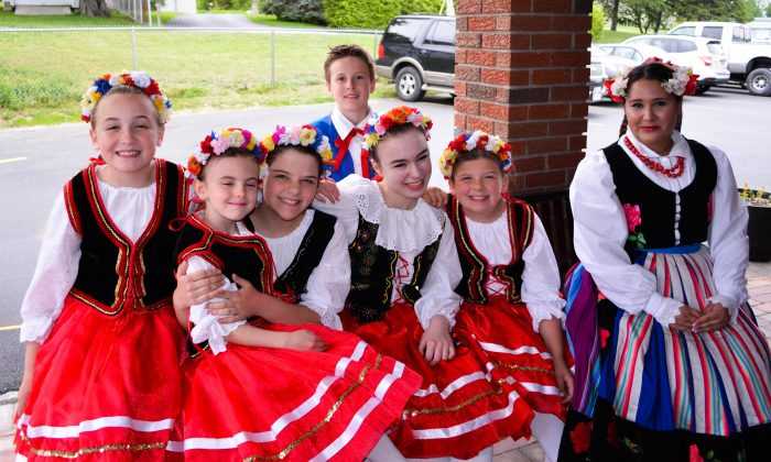 Pokolenie dancers at the  Polish Legion of American Veterans in Pine Island on May 21, 2016. (Yvonne Marcotte/Epoch Times)