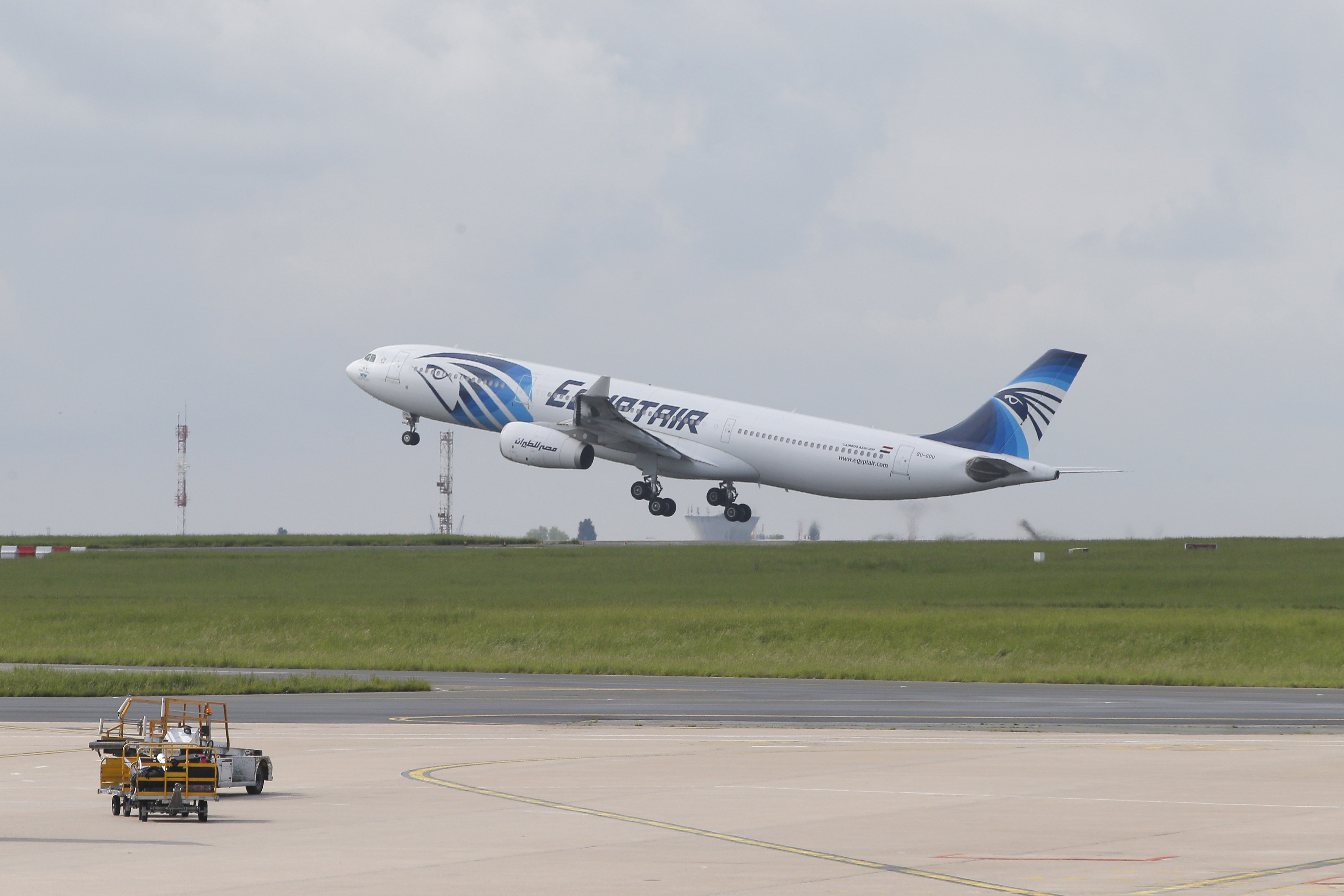 Report: EgyptAir Pilot Spoke to Air Traffic Controllers About Smoke 'Minutes Before Flight MS804 Crash'