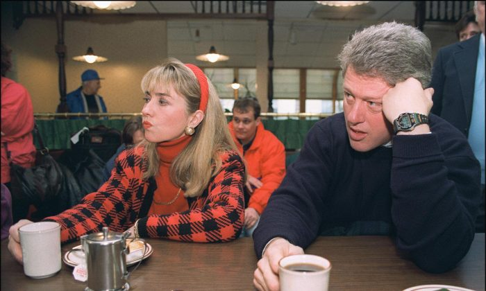Democratic presidential candidate Bill Clinton (r) in a picture dated 16 February 1992 in Bedford and his wife Hillary relax during campaign tour. (Photo credit should read JOHN MOTTERN/AFP/Getty Images)