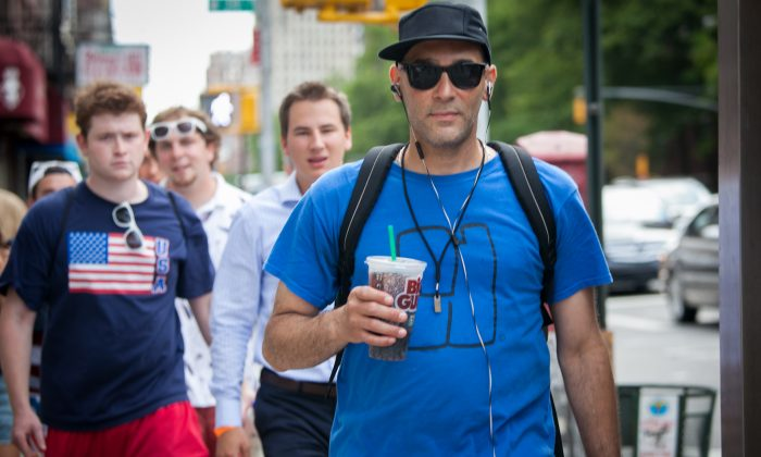 A man drinks a Big Gulp drink from 7-Eleven, in Manhattan, on June 26, 2014. Soda is one of the biggest sources of added sugars in the American diet. (Samira Bouaou/Epoch Times)