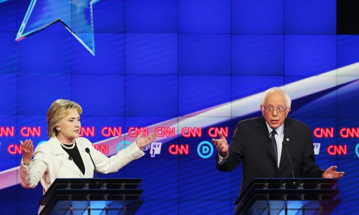 Democratic Presidential candidates Hillary Clinton and Sen. Bernie Sanders (D-VT) debate during the CNN Democratic Presidential Primary Debate at the Duggal Greenhouse in the Brooklyn Navy Yard on April 14, 2016 in New York City. (Photo by Justin Sullivan/Getty Images)