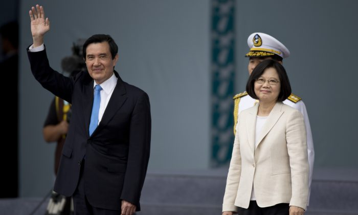 Taiwan President Tsai Ing-wen (R) and former Taiwan President Ma Ying-jeou (L) greet to the crowd on May 20, 2016 in Taipei, Taiwan. Chinese netizens are stunned to learn that Ma would be living in his old apartment after leaving office. (Ashley Pon/Getty Images)