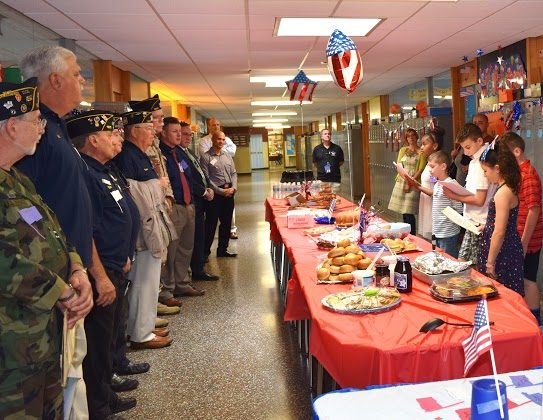 The fifth grade welcoming committee greets veterans  at Minisink Valley school on May 24, 2016. (courtesy Minisink Valley Schools)