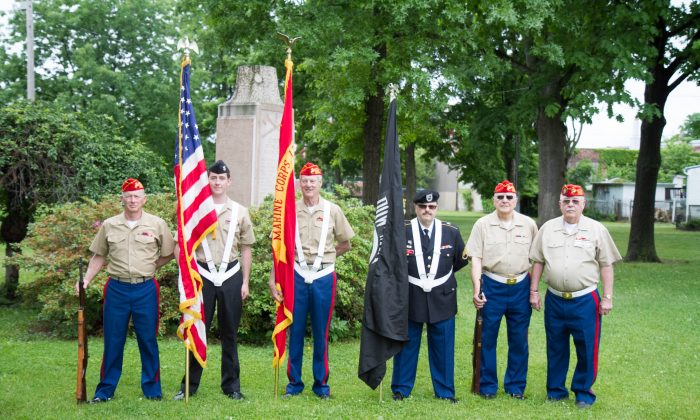 Colorguardduring a Memorial Day ceremony at Thrall Park in Middletown on May 30, 2016. (Holly Kellum/Epoch Times)