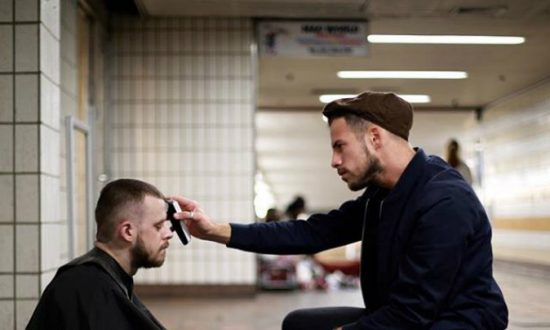 London Hairdresser Gives Free Haircuts to the Homeless, Says It Makes Him Feel More 'Human'